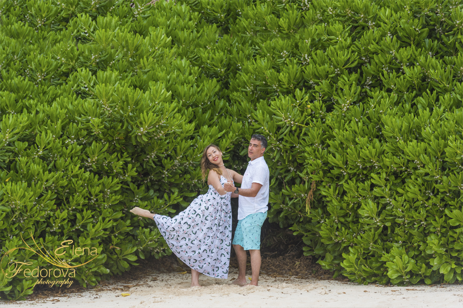 beautiful engagement photos cancun