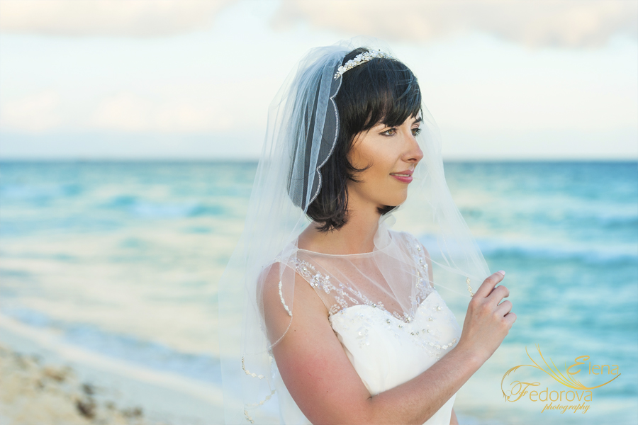 bride by cancun wedding photographer