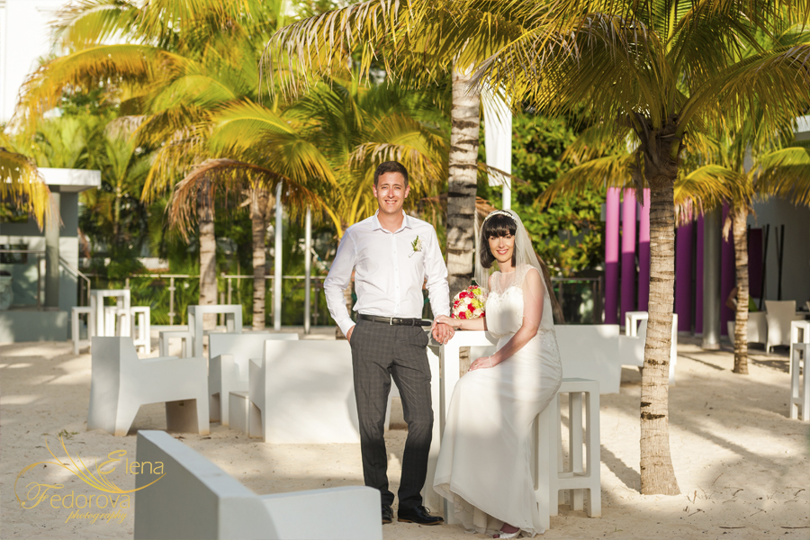 couple picture by cancun wedding photographer