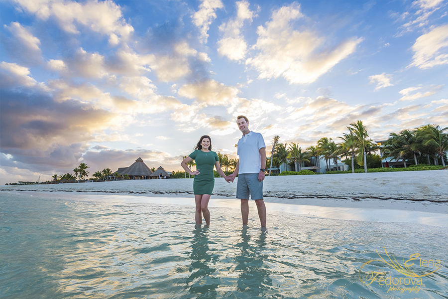 sunset engagement photos in cancun