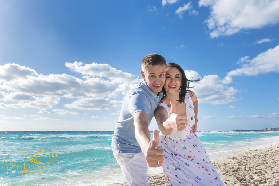 couple honeymoon in cancun mexico