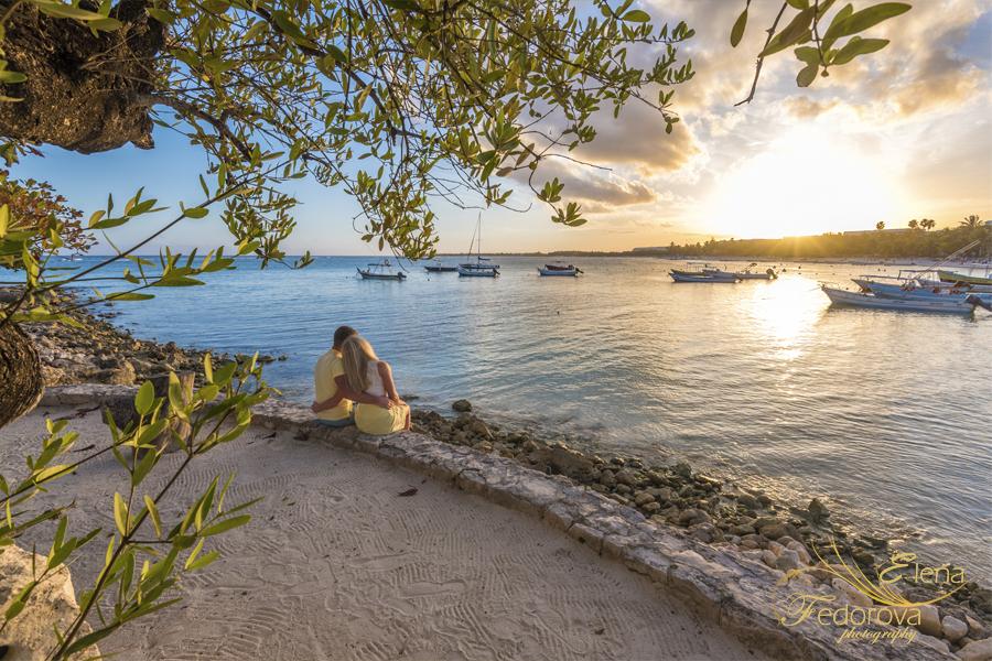 sunset couple honeymoon cancun