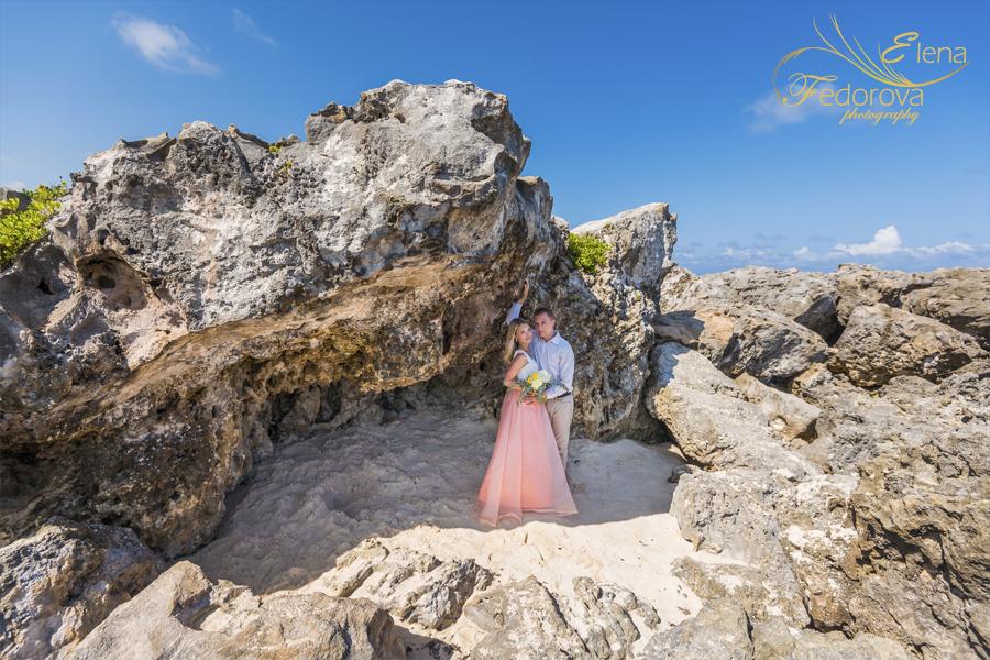 wonderful photos couple near rocks