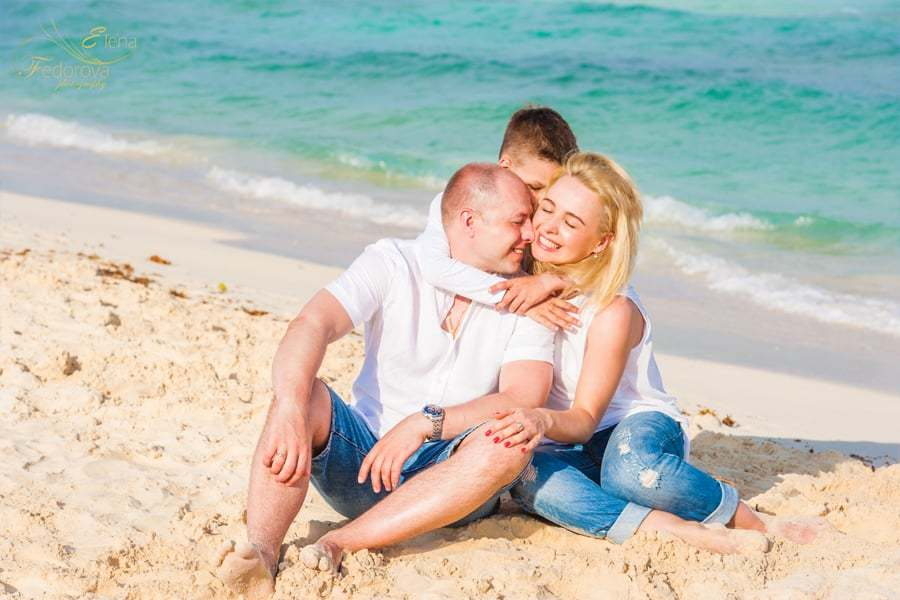 beautiful family photos from cancun