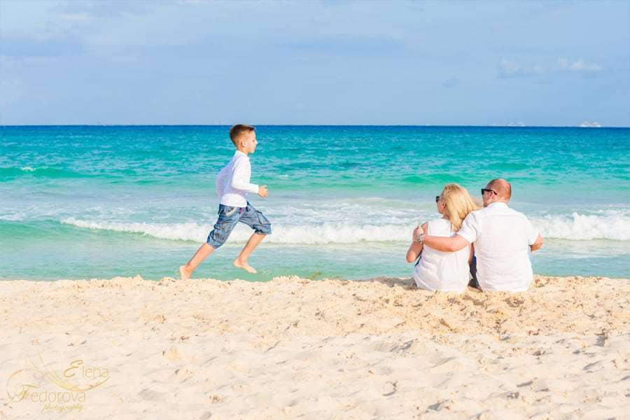 candid family photography cancun