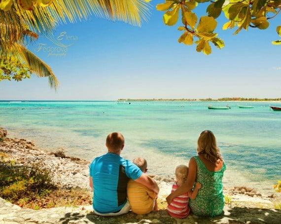 Cancun family photographer.