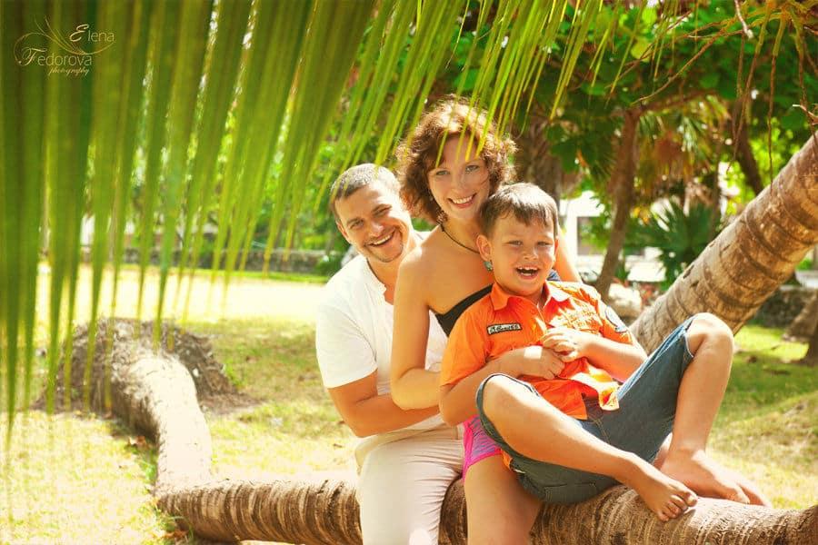 family photographer in riviera maya