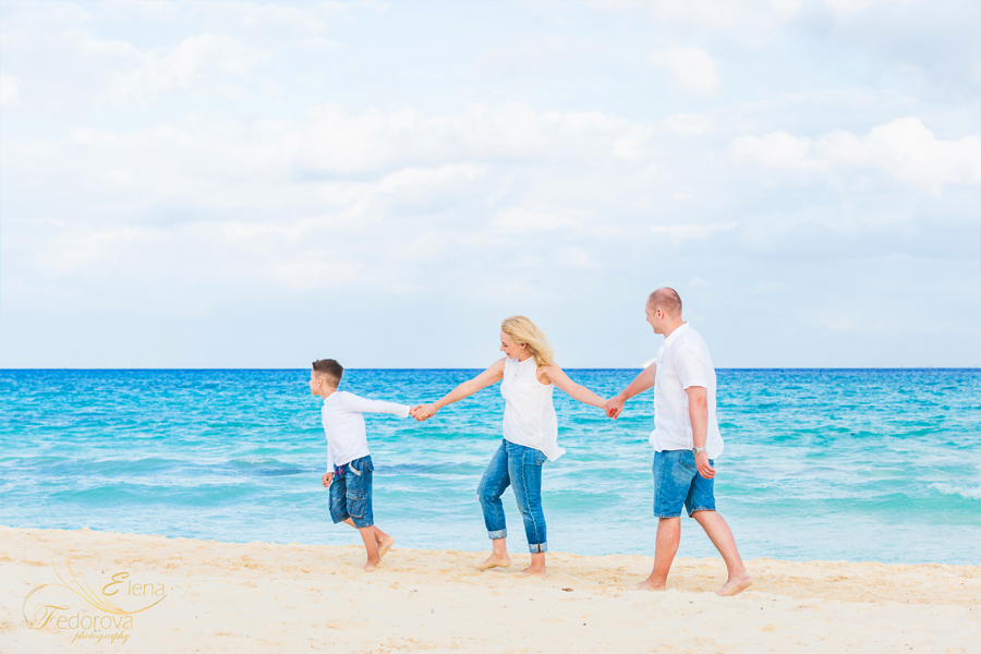 family picture by cancun photographer