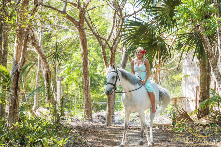 model on horse cancun photography