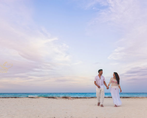 Romantic sunset photo session in Cancun.