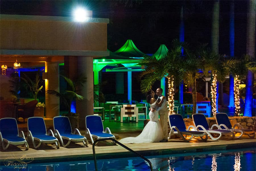 wedding photo near the pool omni puerto aveturas