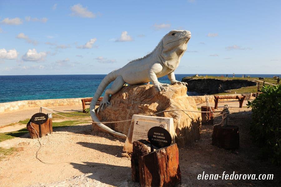 iguana monument isla mujeres