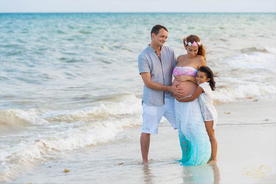 pretty maternity photos cancun