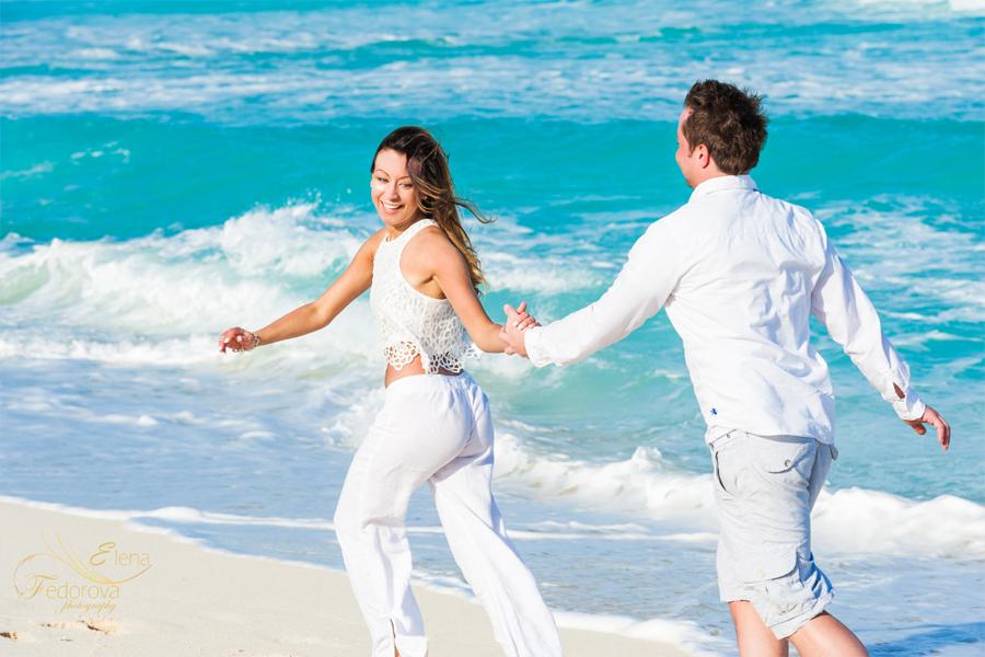 fun couple photos cancun