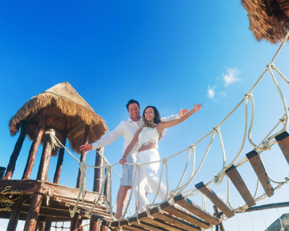 Cancun vacations and a joyful photo session.