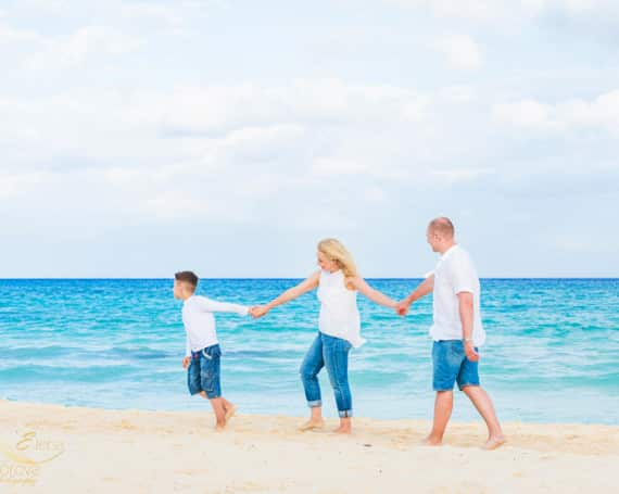 Riviera Maya family photographer. Lifestyle photo session.