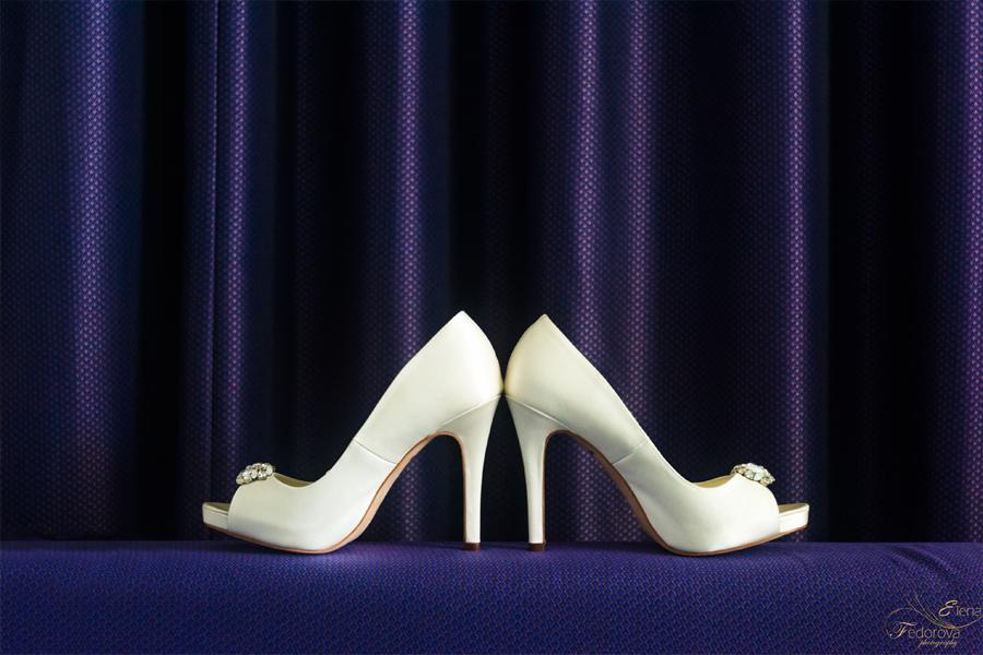 wedding shoes photos