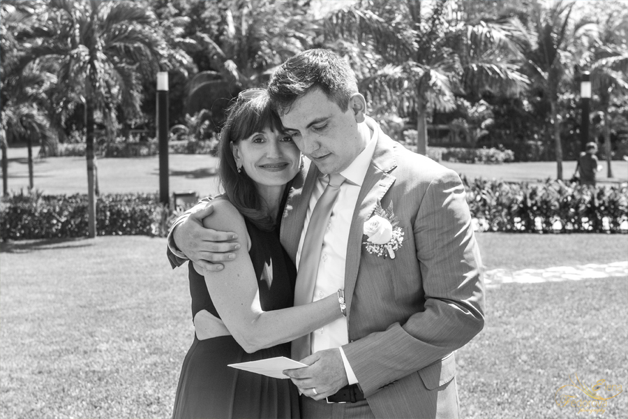 groom with mother photos