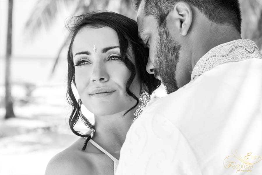 black and white wedding photos isla mujeres