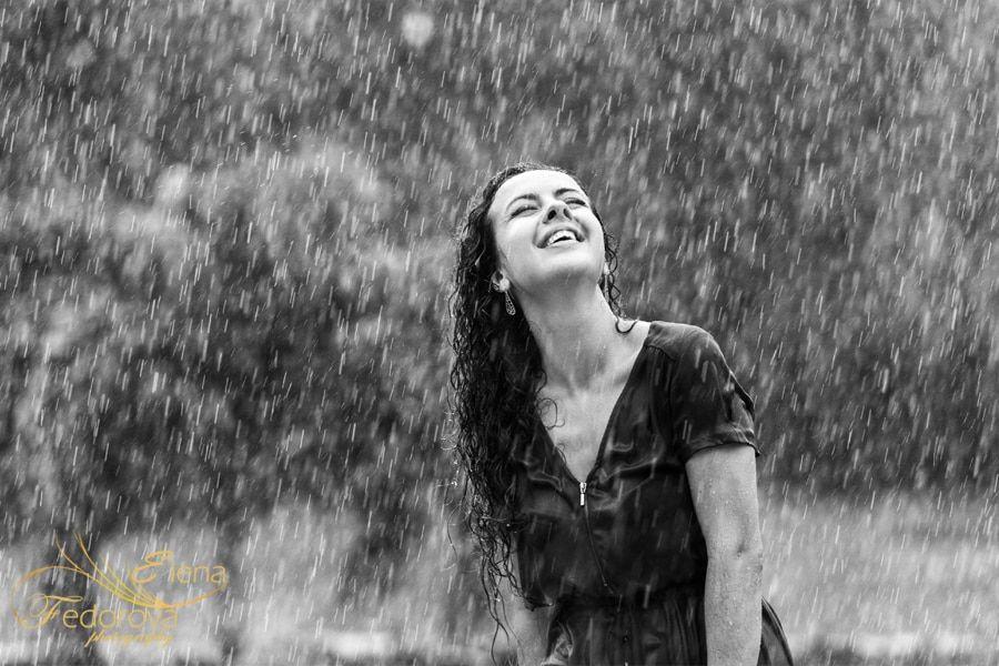 rainy day photos girl