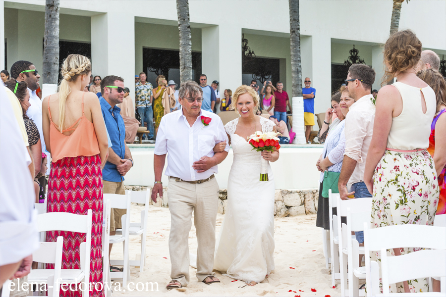 One Was Made At Of The Resorts In Tulum And Second A Villa Aal During Private Wedding Ceremony Difference Is Obvious