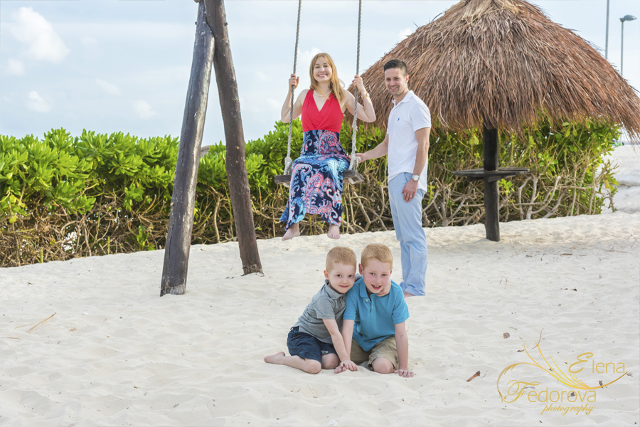 candid beach family photography