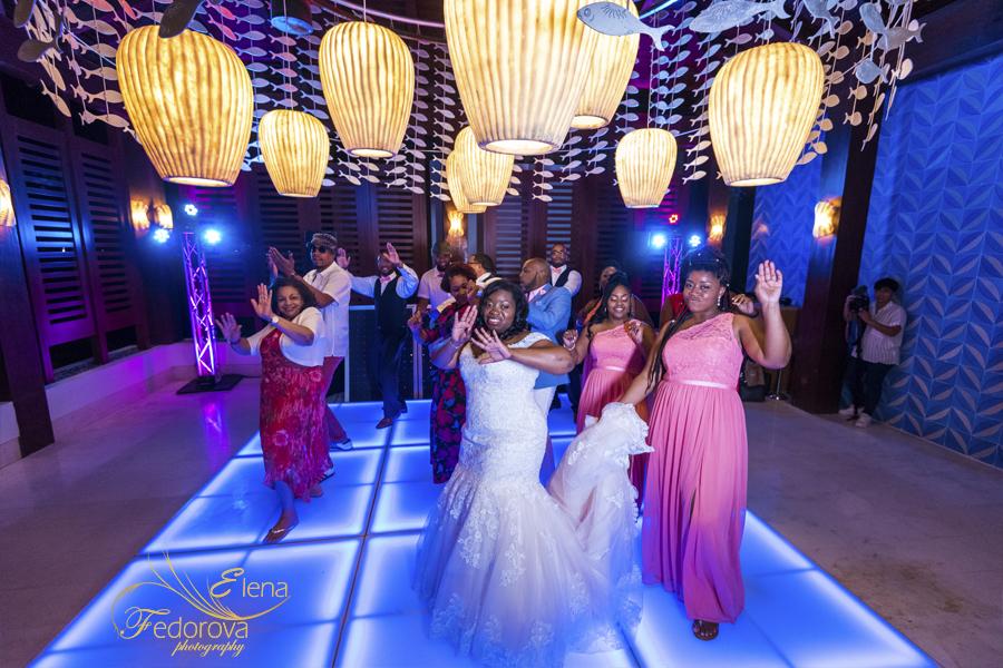 bride dancing secrets playa mujeres