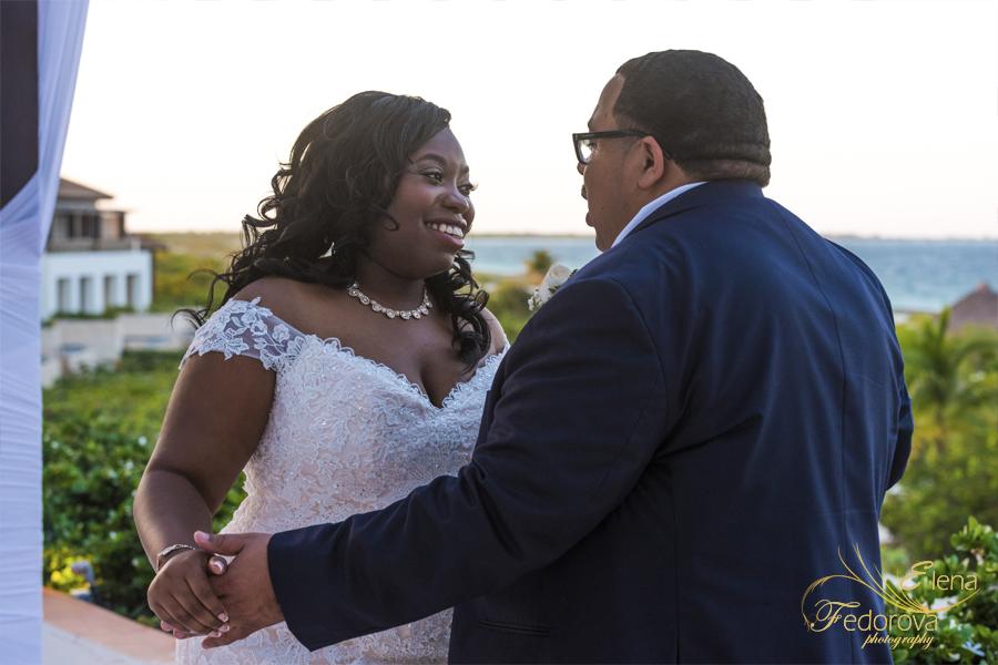 bride and groom portrait secrets playa mujeres