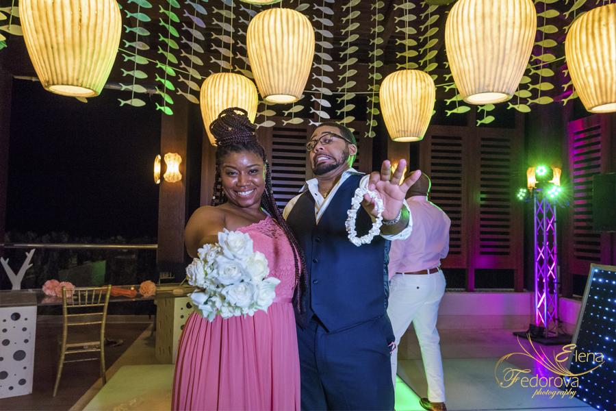 bridesmaids-groomsman photos secrets playa mujeres