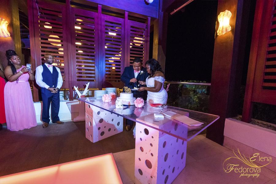 cutting wedding cake secrets playa mujeres