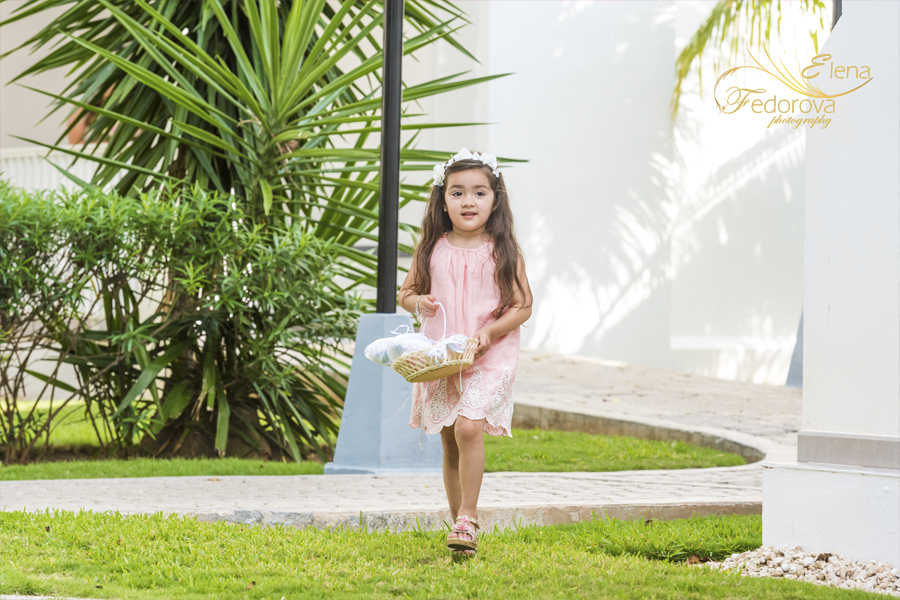 riu yucatan flower girl