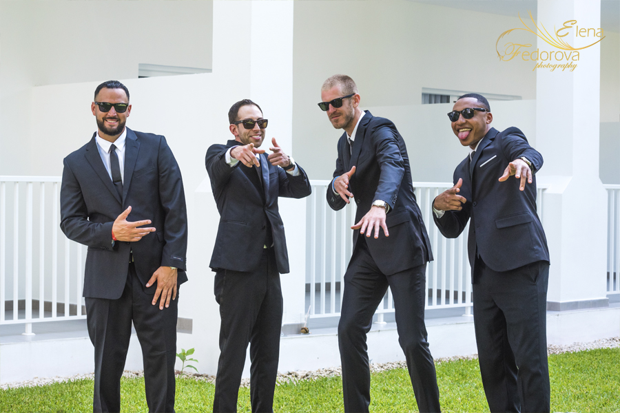 groomsmen photo riu Yucatan