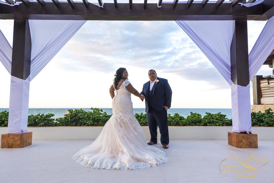 playa mujeres wedding