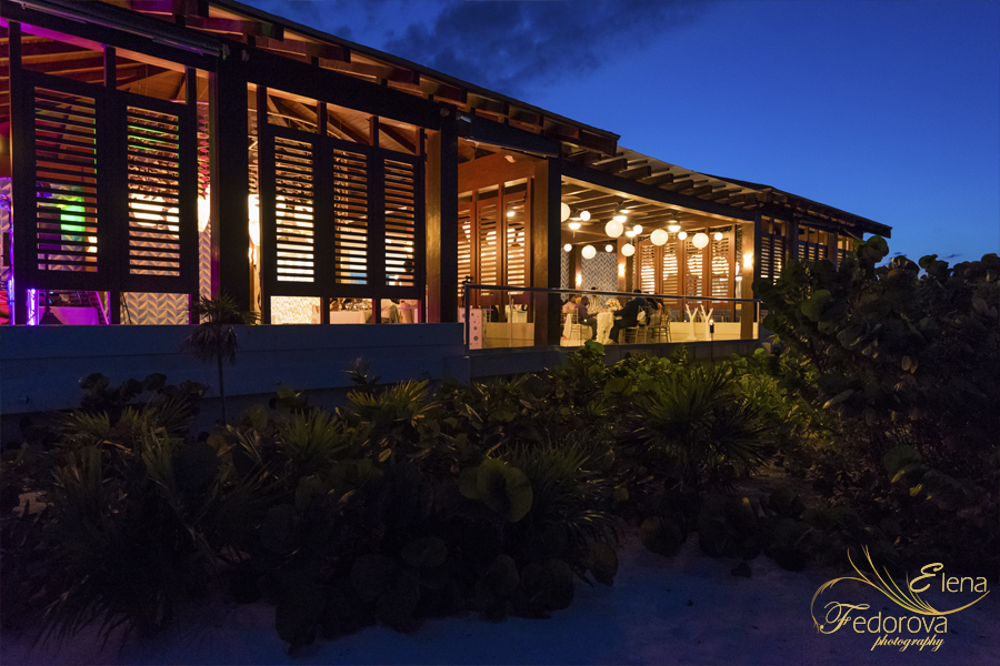 restaurant resort secrets playa mujeres