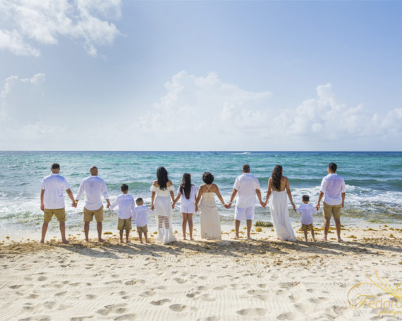 Family reunion photography Playa del Carmen.