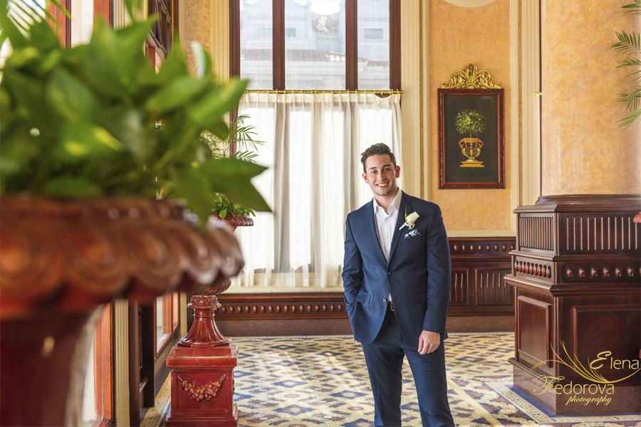 portrait groom riu palace riviera maya