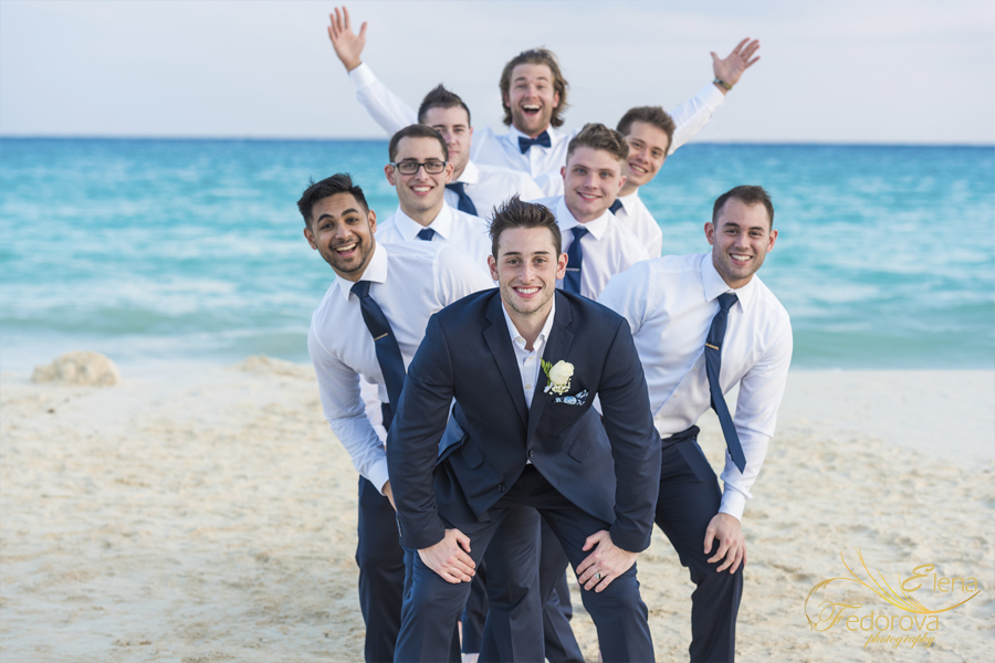riu palace riviera maya beach groom photo