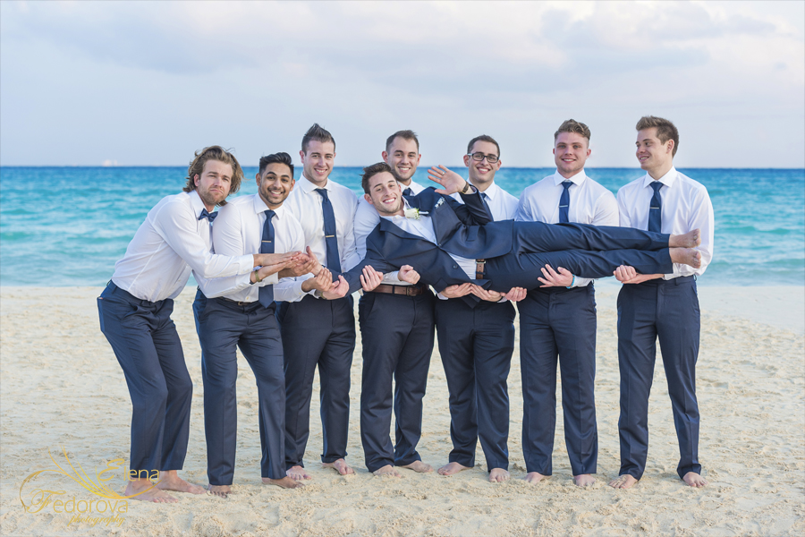 riu palace riviera maya beach groom photos