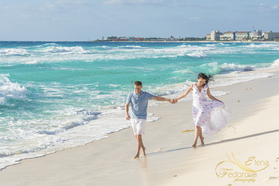 couple running beach cancun