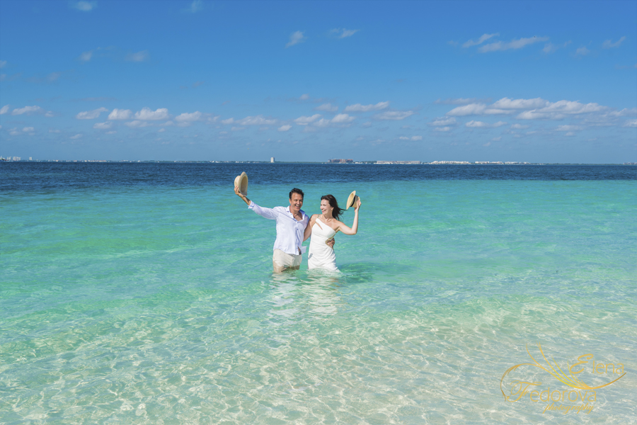 isla mujeres beach photo session honeymoon