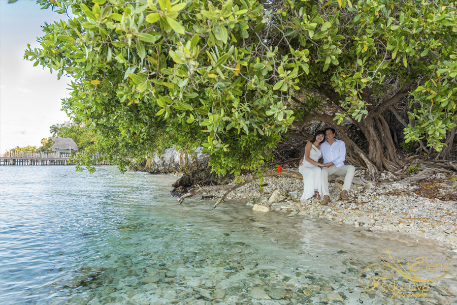 isla mujeres photographer couple photos