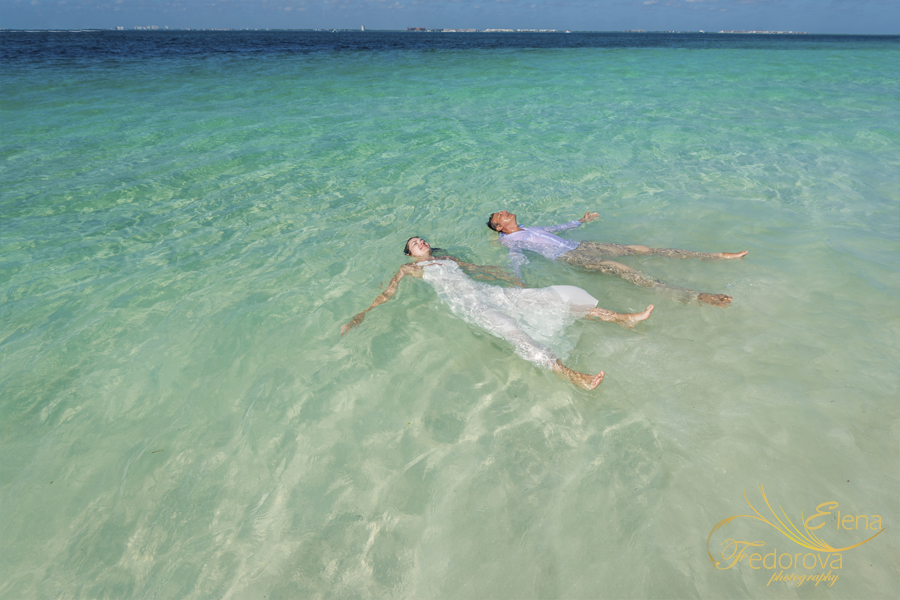 isla mujeres photographer trash the dress