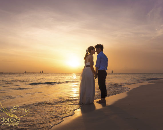 Honeymoon vacation. Isla Mujeres photo session.