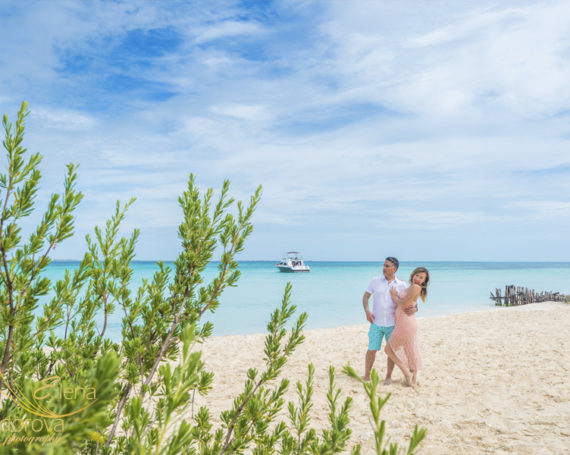 Melody of love. Isla Mujeres engagement photo session.