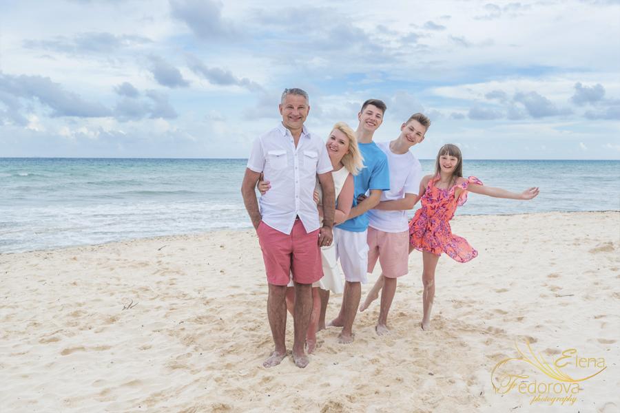 beach photos family cancun