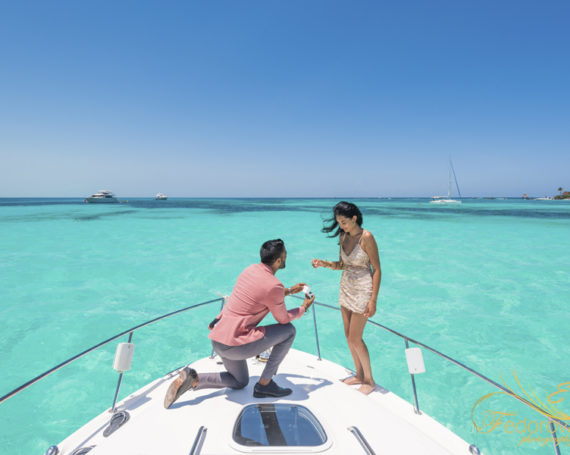 Cancun proposal on the yacht. Luxury style photo shoot.