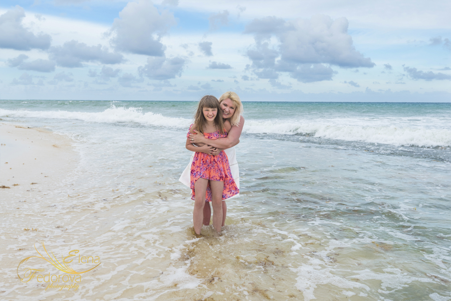 mother daughter beach photos