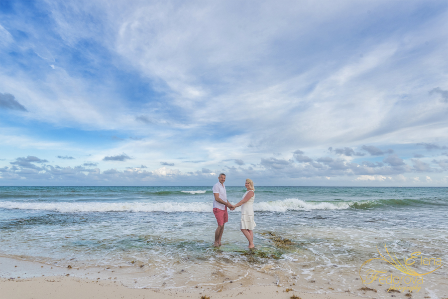 photo session on beach for a family