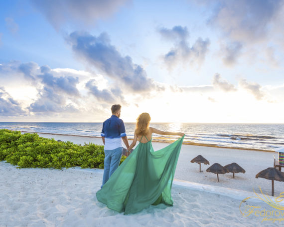 Candid style couple photo session in Cancun.