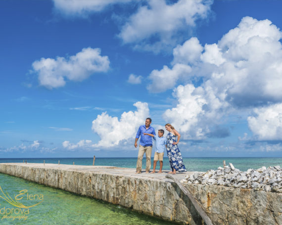 Candid family photography in Cozumel.